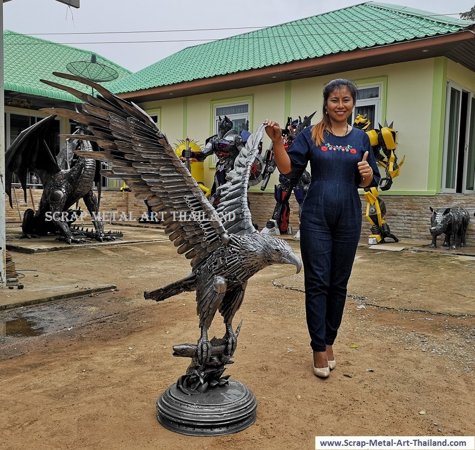 Bald Eagle Sculpture Statue for sale, Life Size Metal Animal Yard and Garden Art from Thailand