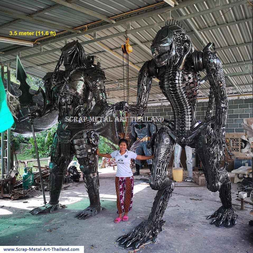 giant alien vs predator statues, 3.5 meter (11.6 feet) tall, recycled scrap metal art made in Thailand
