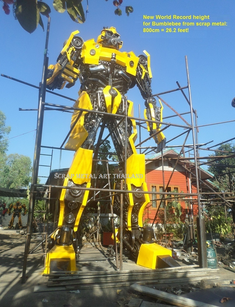 Giant Bumblebee figure worlds tallest largest biggest bumblebee statue 800cm 26ft high