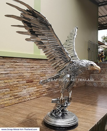 life size bald eagle sculpture (chrome and gold finish), catching a salmon fish, recycled scrap metal animal art