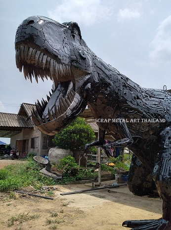Giant T-Rex dinosaur, life size skull, scrap metal animal art